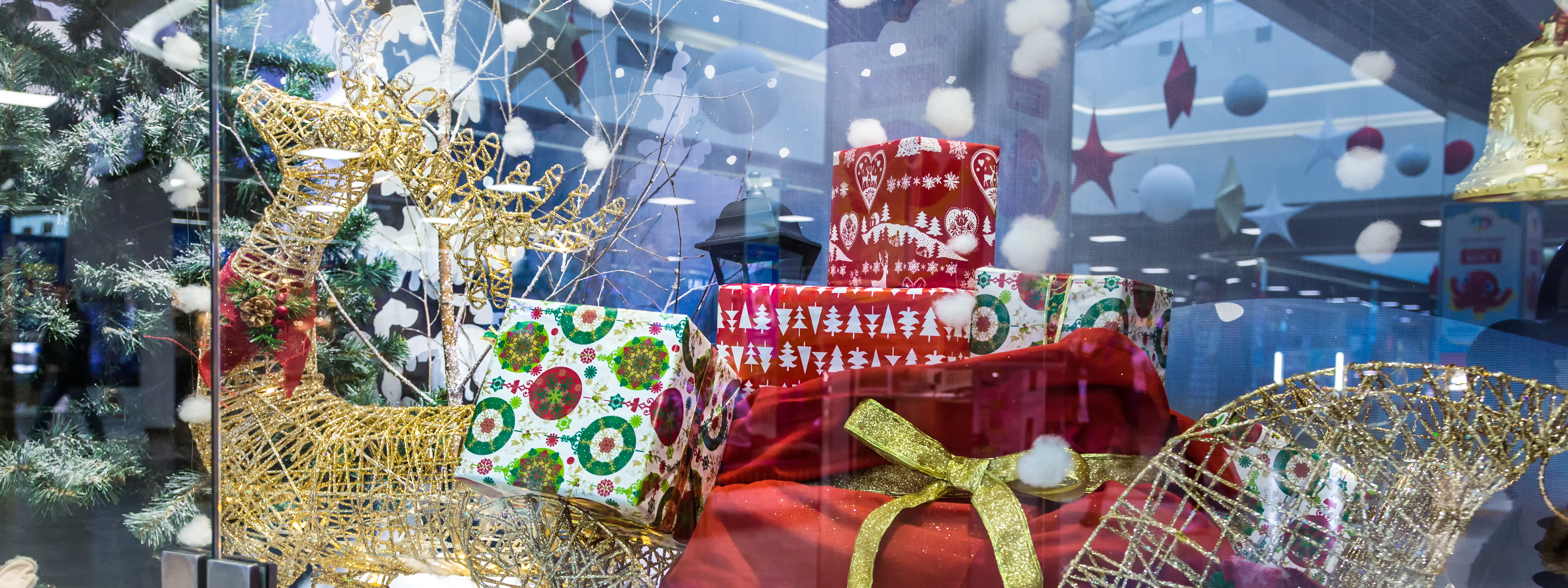Creating the Perfect Holiday Retail Display